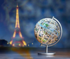 A globe in front of the Eiffel Tower, representing a return from expatriation