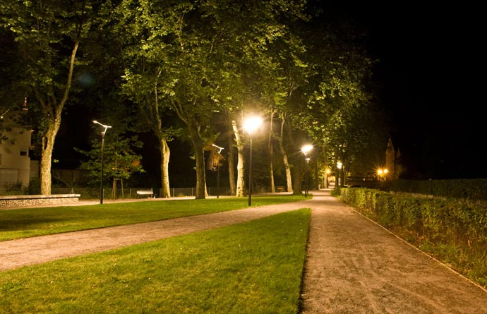 A Paris park, open all the night