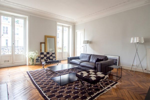 If you're interested in living in this part of Paris,  check out our appartments in the 14th arrondissement!