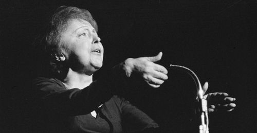 Edith-Piaf-singing