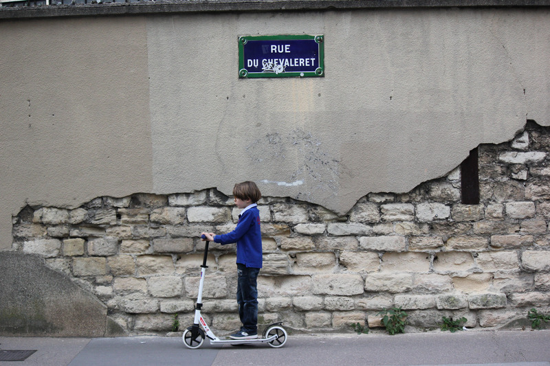 canva-boy,-child,-wall,-scooter,-paris-MAC5GBAw6Bo